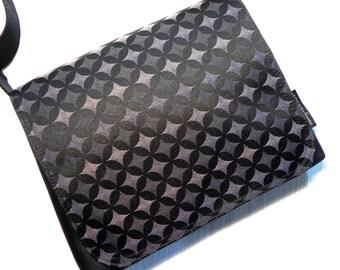 Graphic greys small satchel.