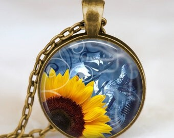 Sunflower pendant , Yellow Sunflower necklace , sunflower jewelry ,spring jewelry,  yellow flower gift idea for friends , family