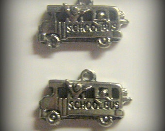 4 Silver Pewter School Bus Charms (qb78)