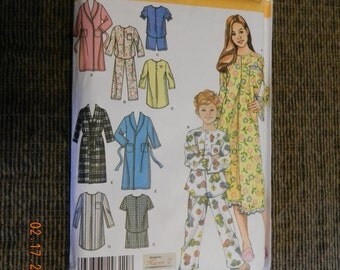 Simplicity Pattern Childs, Girl and Boys Night Shirt, Robe, and Pajamas Size K5 7-14 Uncut