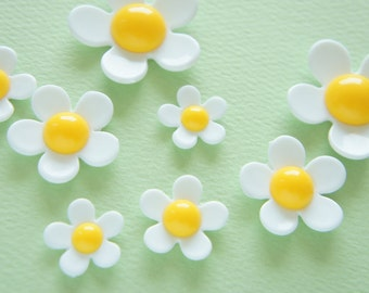 Price Down 8 pcs White Flower Cabochon (18mm-36mm) FL364 White/Yellow