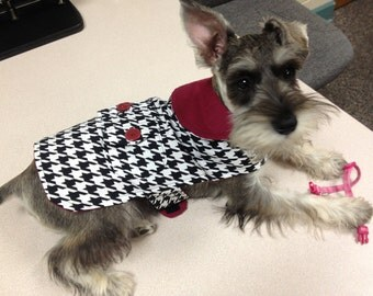 Dog Coat in houndstooth and crimson.    Great for Alabama fans.