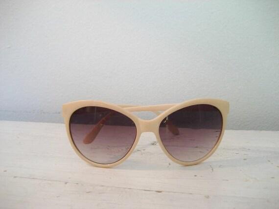 Vintage Pink Cat Eye Style Sunglasses
