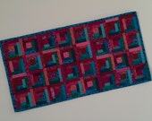 Quilted Log Cabin Table Runner (ETRE)