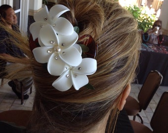 White plumeria cluster hair clip embellished with Swarovski pearls and crystals