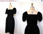 ON SALE 80s dress / Vintage 80s Black Velvet Tulip Dress