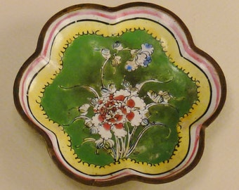 ASIAN CLOISONNE  Enamel TRAY Round Decorative Floral Green background on copper 3 7/8 in diam