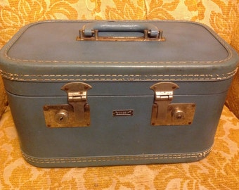50s 60s Dusty Blue TRAIN CASE by TOWNCRAFT Vintage