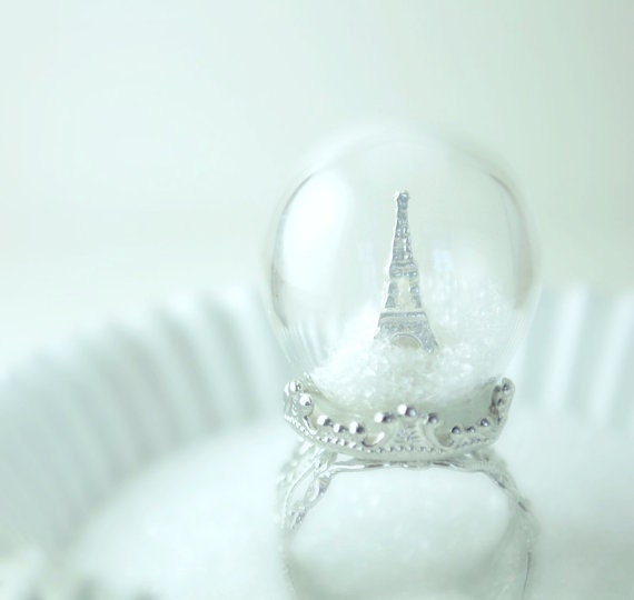 Winter in Paris Ring - Snow Globe - Eiffel Tower Ring - Paris - Pyrex Glass Dome - Novelty rings - Diorama Jewelry - Waterless - Adjustable