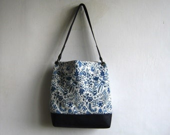 Delft Navy Blue Floral Tote