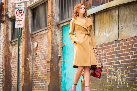 Womens winter coat, cashmere and wool coat, tailored fit, in Camel wool with buckle, Last One