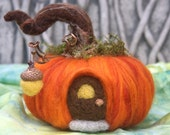 Pumpkin House fall autumn decoration needle felt acorn light (made to order) (woolcrazy)