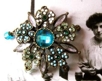 VINTAGE JEWELED BROOCH, 5 points, 5 flowers, aquamarine jewel, brooch, green stones, rhinestones, vintage, vintage brooch, collar jewelry