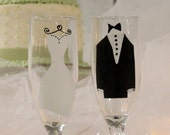 Bride and Groom Champagne toasting flutes -  Set of 2. FREE personalization, hand painted and dishwasher safe