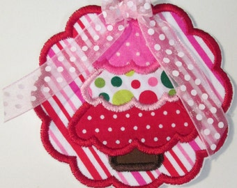 Iron On Applique - Christmas Tree Scallop with Bow