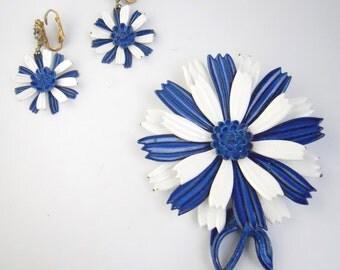 ENAMEL SET 1960s daisy set, Brooch and Earrings
