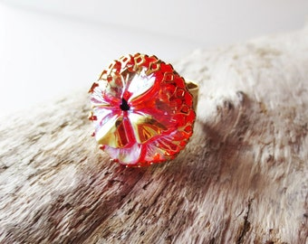 Flower ring. Czech glass ring. Orange flower ring.  Pansy flower.  Iridescent ring.  Statement ring.  Czech glass button ring.