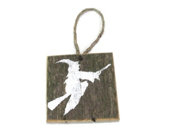 Rustic Halloween Decor - Flying Witch Silhouette On Small Reclaimed Wood Piece - Prim - Primitive Halloween