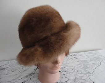 Vintage Brown Mink Fur Women Cloche Hat 60s Canada Small 21 3/4 inches Vittorio