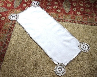 RUNNER Table Dresser Scarf HEAVY LINEN Very Vintage Crocheted Lace Trim 39""