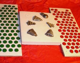 Vintage Supplies      Red and Green  Christmas Thumb Tacks....CC 1