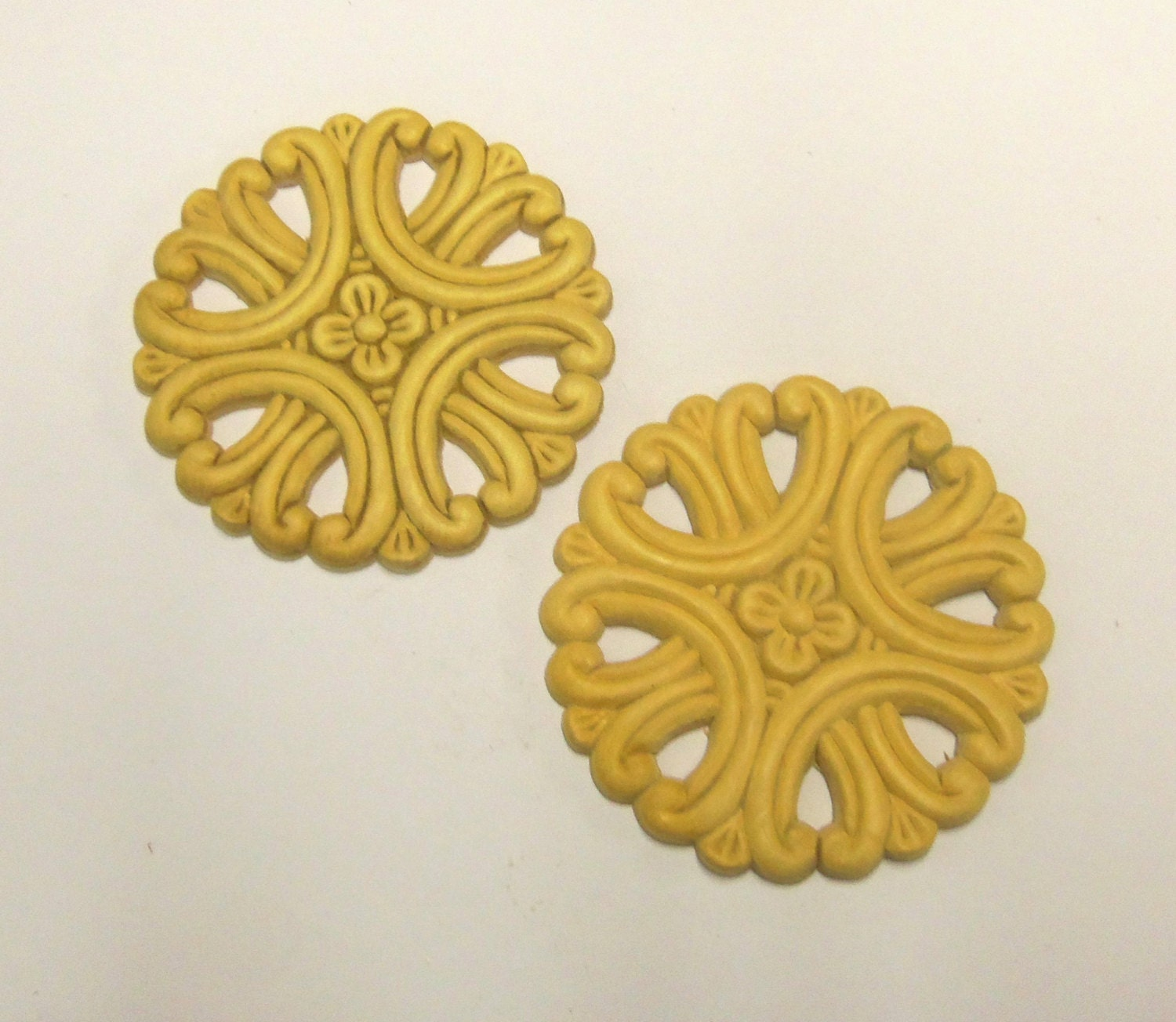 4 lays Wood Appliques SET of 4 Round Cutout Medallion Birch