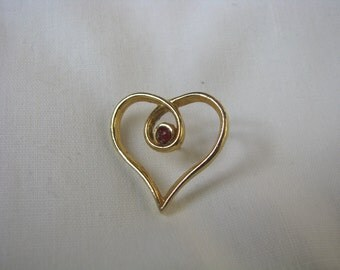 Gold tone vintage open heart shaped lapel pin brooch with red rhinestone center