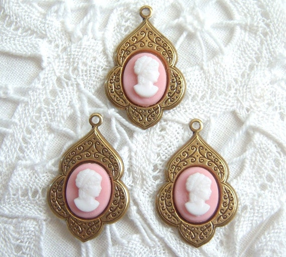 Vintage pink and white lady cameos set in antique brass settings (2) - SS96