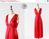 60 % OFF SALE / / 70er Jahre Nachthemd große / 70er Jahre rot Nylon Dessous: Sauerkirsche