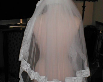 Vintage two-tiered Lace Bridal Veil Headpiece