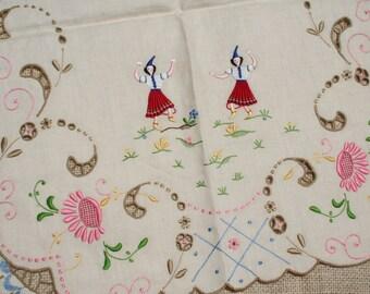 Vintage Madeira Linen Napkins Placemats Runner Embroidered Folk Dancers 13 Pieces