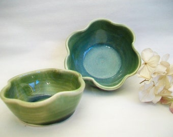 Lucky Irish Shamrock Nesting Bowls -- Set of 2