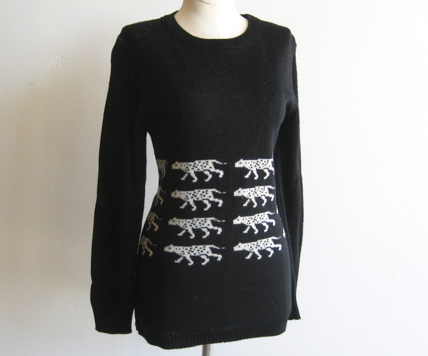 vintage givenchy paris snow leopard sweater knit pullover size. Black Bedroom Furniture Sets. Home Design Ideas