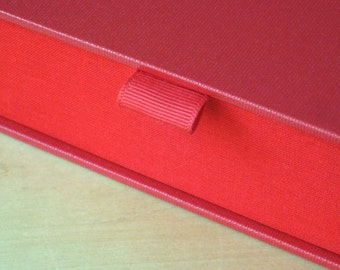 Clamshell Box - Red
