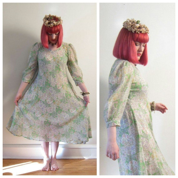 Vintage 1970s Floral Print Dress / 70s Day Dress in Gauzy Pastel Print