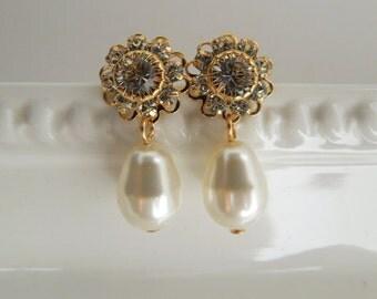pearl bridal earrings, wedding stud earrings, pearl earrings, bridal rhinestone earrings, swarovski crystal earrings, stud earrings, JENNA