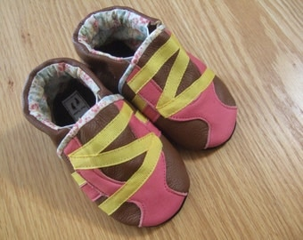baby girl shoes pink & gold striped 12-18 month size