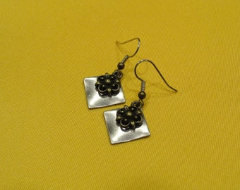 Flower power silver and gold earrings (Style #281G)