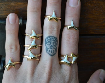 Dainty Shark Tooth Ring /// Gold