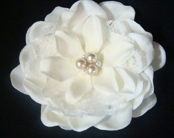 Wedding hair flower with LACE and PEARLS / champagne pearl flower / IVORY flower clip or flower brooch / lace flower / ivory lace