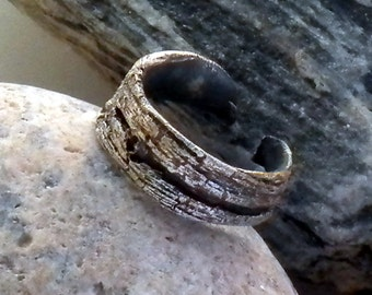 THE DREAM CIRCLE . wabi sabi . cast silver . juniper bark knot . ring cuff size 9