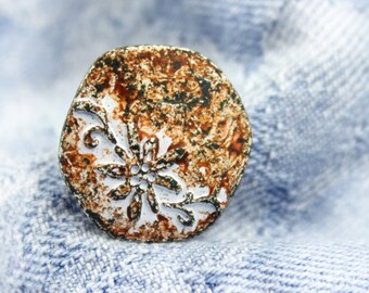 Metal Buttons - Flower and Vine Metal Buttons , White Rust Color , Hexagon , Shank , 0.79 inch , 6 pcs