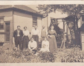 All in the Family - Vintage Photo, Vernacular, Ephemera  (HHH)