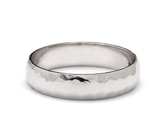 5mm Classic Hammered Rounded Wedding Band in Platinum