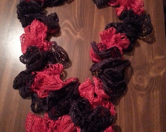 Ruffle scarf  black and red
