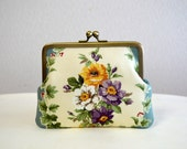 Last only 2 stocks!! - Victorian floral Clasp purse pouch in blue and white - Frame purse -