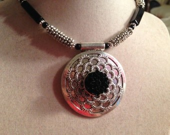 Black Necklace - Silver Jewelry - Pendant Jewellery - Fashion - Beaded - Flower - Boho
