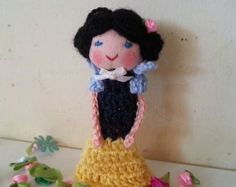 Snow White Finger Puppet, Crochet