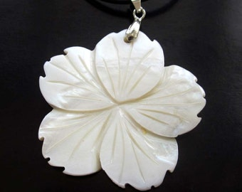 Single Face Sea Shell Engraved Floral Flower Pendant Necklace 39mm x 39mm  T2650