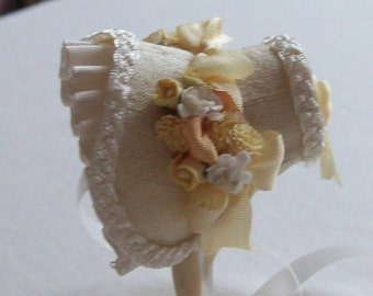 Handmade Beautiful miniature 1/12 scale  dollshouse miniature pale gold silk bonnet
